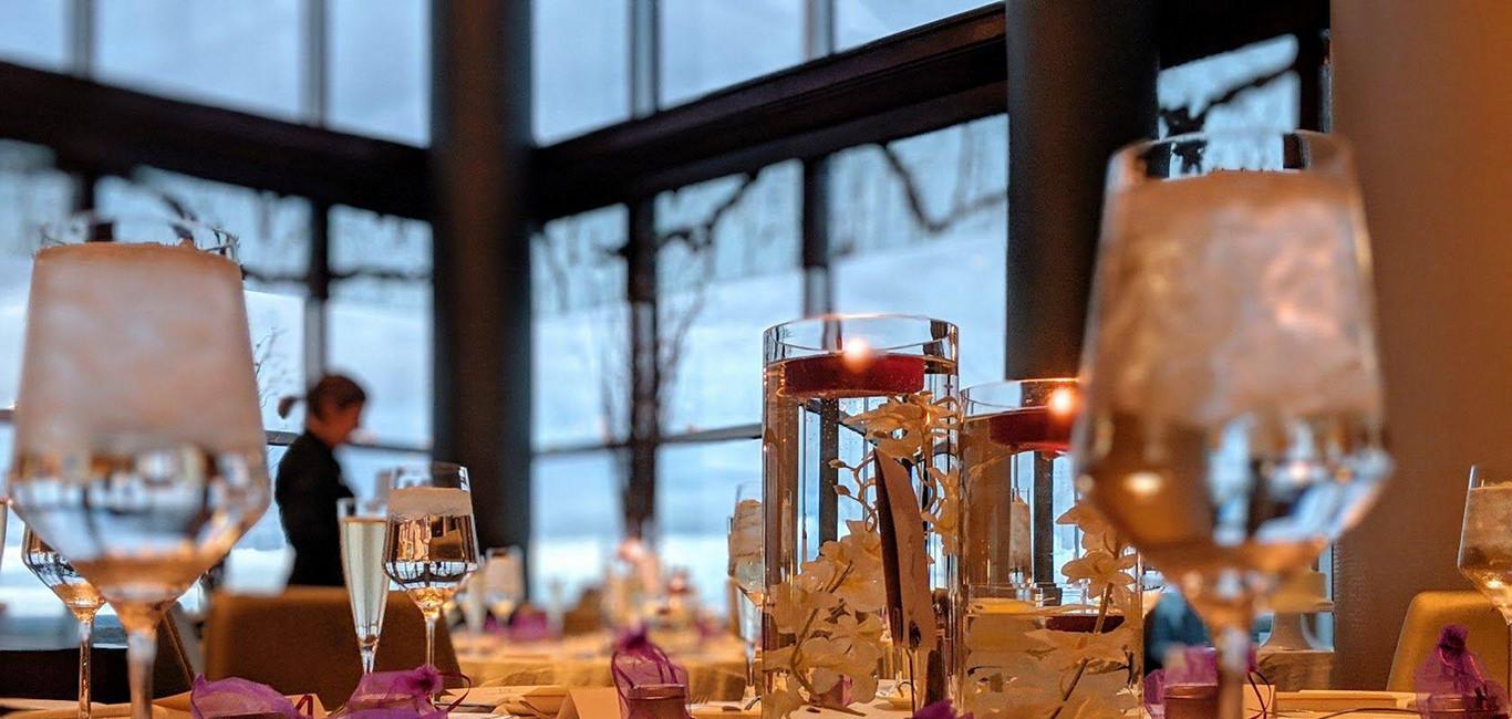 Cygnus27 interior table setting
