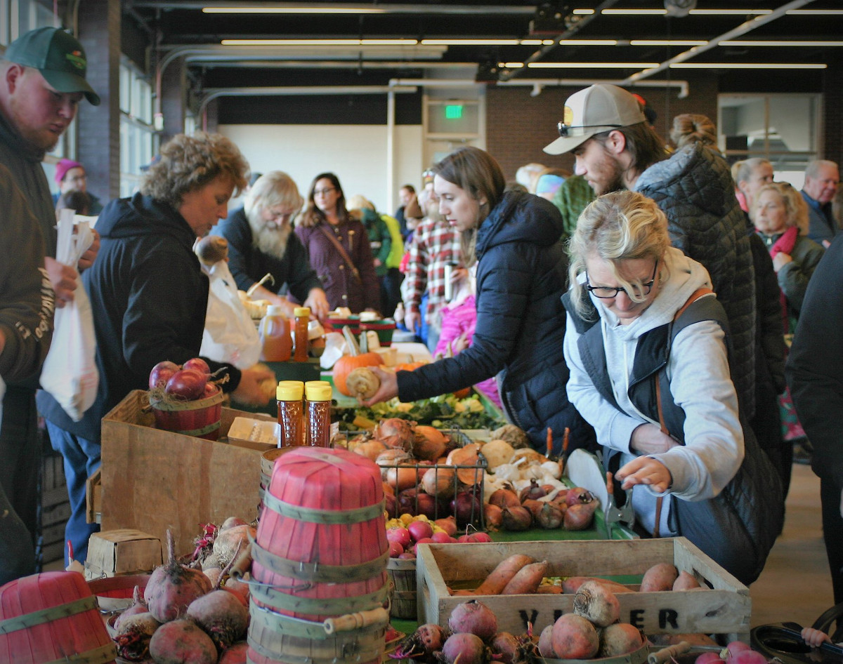 Holland Indoor Market table and shoppers