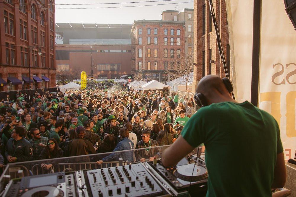 Irish on Ionia crowd DJ stage Grand dowtown Rapids