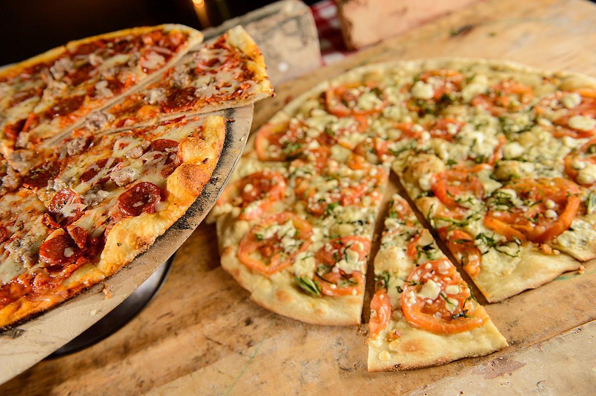 Noto's at the Bil-Mar pizza