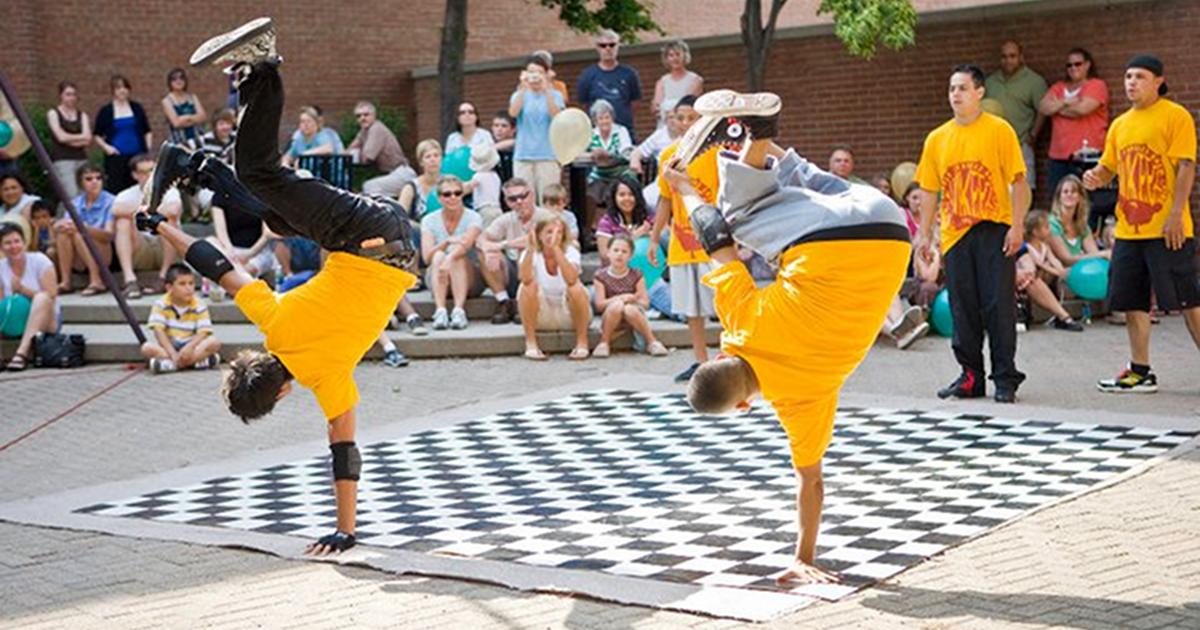 Downtown Holland Street Perormer Series dancers