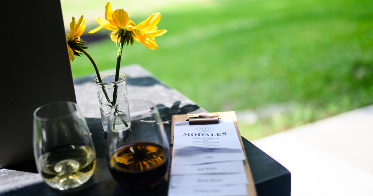 Modales Wines glasses and menu