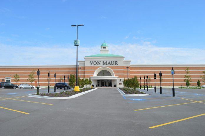 Von Maur exterior Woodland Mall